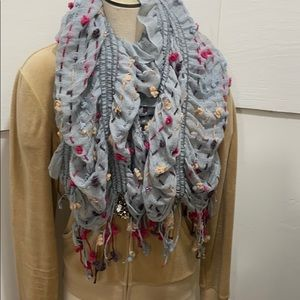 Ladies adorable detailed scarf